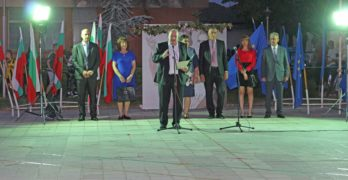 С народни танци и българско знаме, абитуриентите от Випуск 2021 поздравиха своите съграждани в Любимец