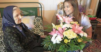 100-годишната юбилярка Анастасия Нъкова от село Студена получи поздравления от кмета на Свиленград  арх. Анастас Карчев