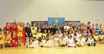 """""""Златните момичета"""" на Людмила Спатару изнесоха зашеметяващ концерт в спортната зала на Свиленград"""