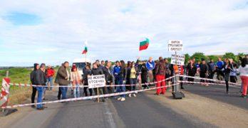 """Свиленградчани блокираха магистрала """"Марица"""", ако не започне ремонтът, блокадата ще е всяка сряда"""