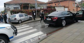 Катастрофа в Свиленград: Разградско БМВ качи на тротоара свиленградски голф